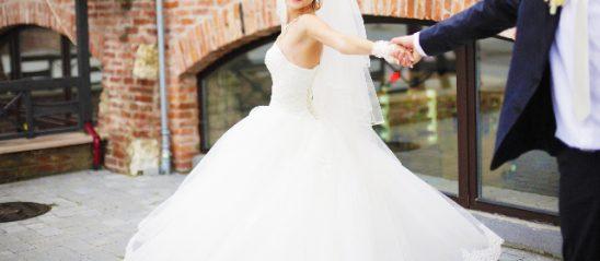 新婦から新郎へ、オリジナルソングで結婚式サプライズ♡【想いの溢れる歌詞をご紹介♪】